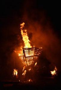Sculptures de feu le 24 mars
